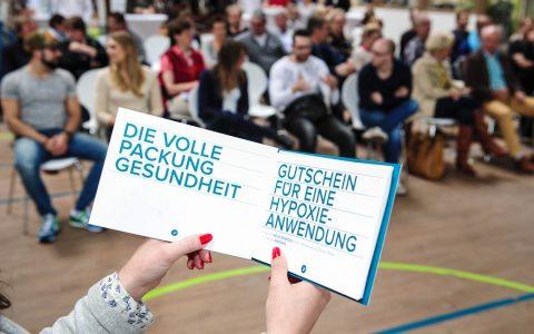Das Sports up Wiesbaden stellt im Fitnessstudio sein neues Life Collage vor. Foto: Joachim Sobek