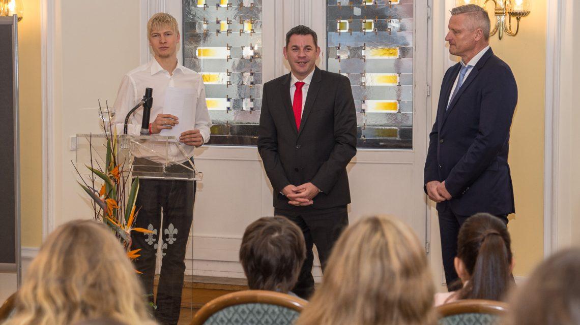 Wiesbadens Bürgermeister ehrt Sieger