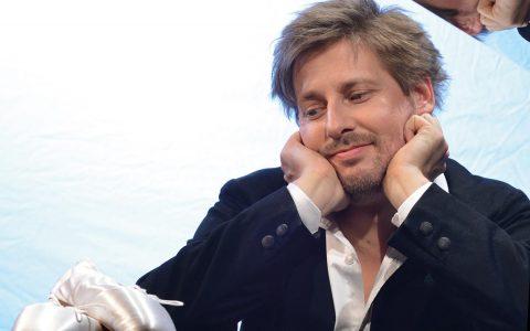 """Seit Oktober tourt Daniel Helfrich mit seinem Programm """"Eigentlich bin ich ja Tänzer"""" durch Deutschland. Bild: Dabiel Helfrich"""