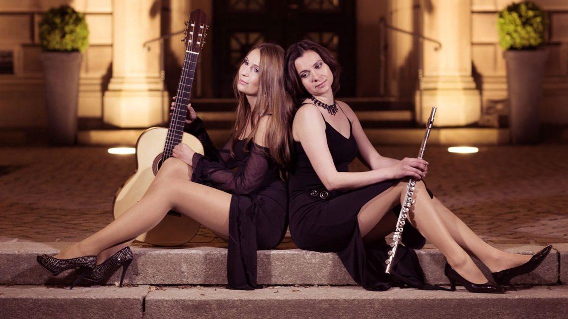 Olga Reiser (Flöte) und Yuliya Lonskaya (Gitarre) haben viel gemeinsam: Zusammen sind sie das Duo Rosso. Foto: Duo Rosso