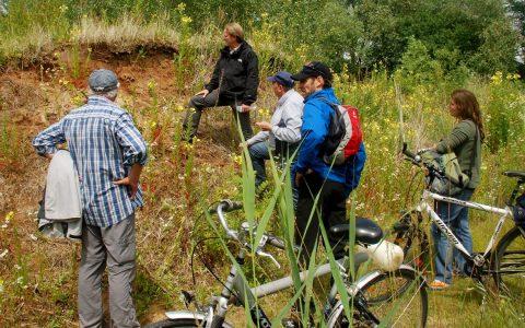 Auf seinen vielen Fahrradtouren erkundet Klaus Friedrich die Böden und Landschaft des Rhein-Main-Gebietes und vermittelt Tour-Teilnehmer spannende Einblicke. Foto: Klaus Friedrich