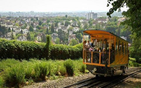 Die Fahrt mit der zweitältesten mit Wasserballast betriebene Drahtseil-Zahnstangenbahn Europas ist immer ein Erlebnis. @2017 ESWE Verkehr