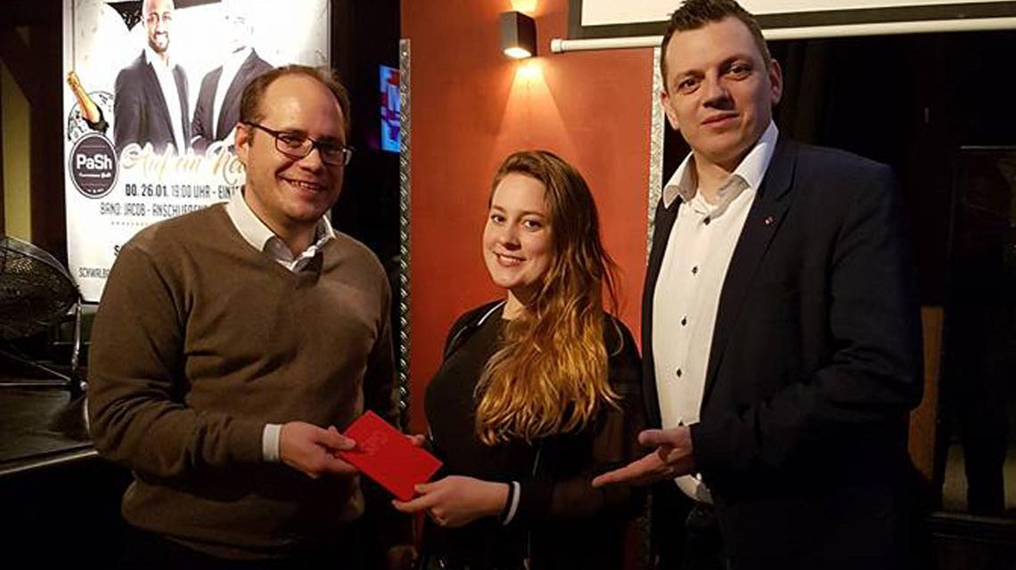 Der SPD Vorsitzende DennisVolk Borowski Und Bundestagsabgeordneter Simon Rottloff Begrssen Lea Marie Fessner Als