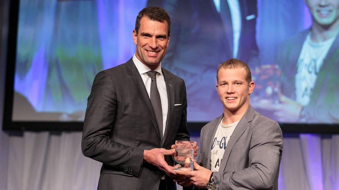 Michael Ilgner, Vorstandsvorsitzender der Deutschen Sporthilfe, und Preisträger Fabian Hambüchen, der erfolgreiche Turner. Foto: Deutsche Sporthilfe