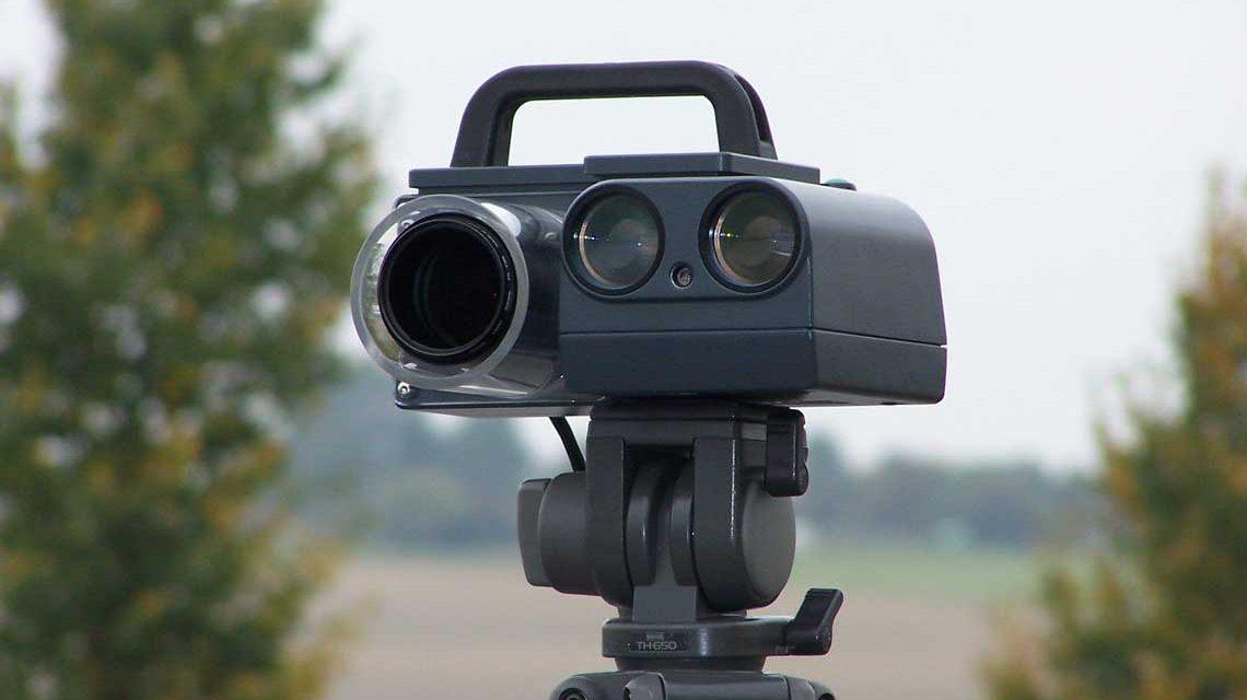 Blitzreport: Da wird keine Straße vermessen, sondern die Geschwindigkeit ermittelt. Bild: Leivtec ( flickr / CCBY-2.0
