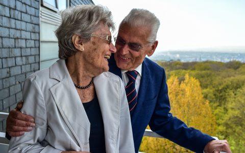Eheleuten Margarete und Werner Glückert zum 65. Hochzeitstag. Bild: Volker Watschounek