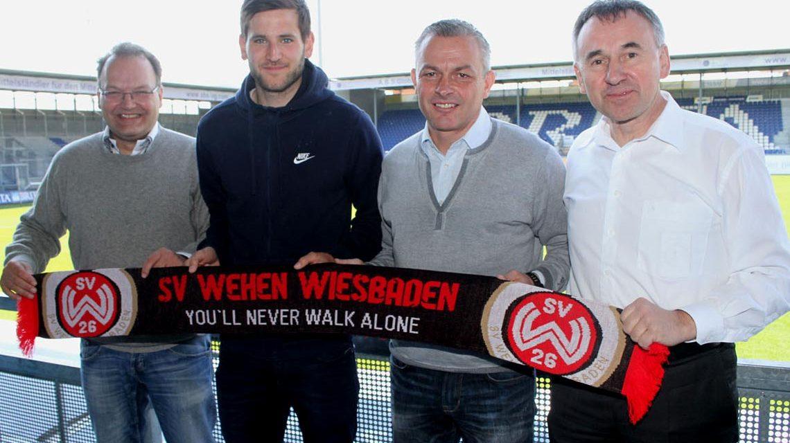 SVWW-Sport-Geschäftsführer Nico Schäfer, Niklas Dams, Sportdirektor Christian Hock und SVWW-Geschäftsführer Dr. Thomas Pröckl. Bild: svww.de