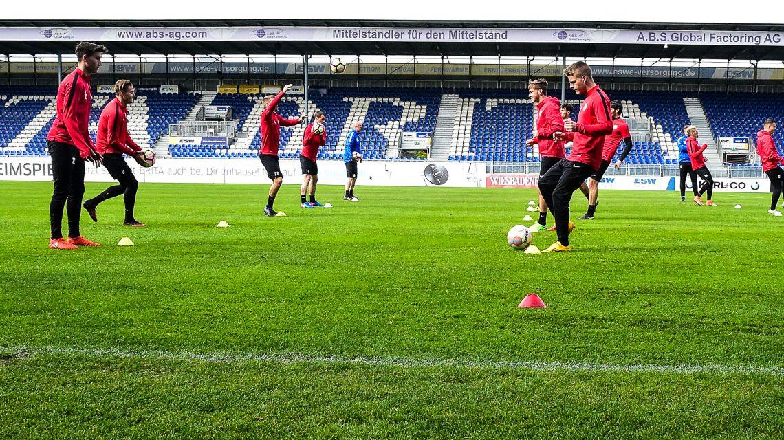 Impressionen vom öffentlichen Training in der BRIRA Arena am Mittwoch vor dem Spiel gegen Chemnitz. Bild: Volker Watschounek