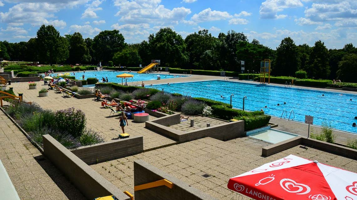 Schwimmbäder, Maaraue - Das Kallebad in Wiesbaden. Bild: Volker Watschounek