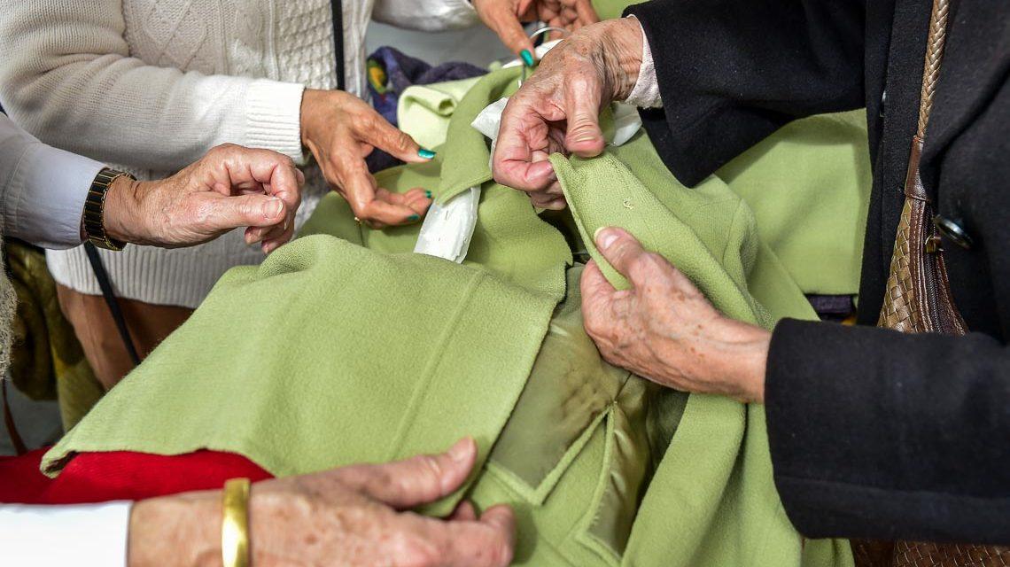 Jeder kann seine Kleidung mitbringen und anbieten. Bild: Volker Watschounek