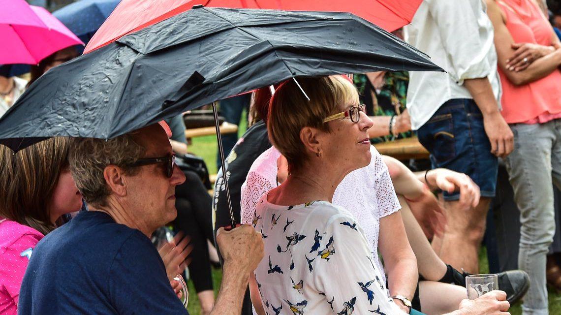 Den Salseros war der Regen beim Kranzplatzfest egal