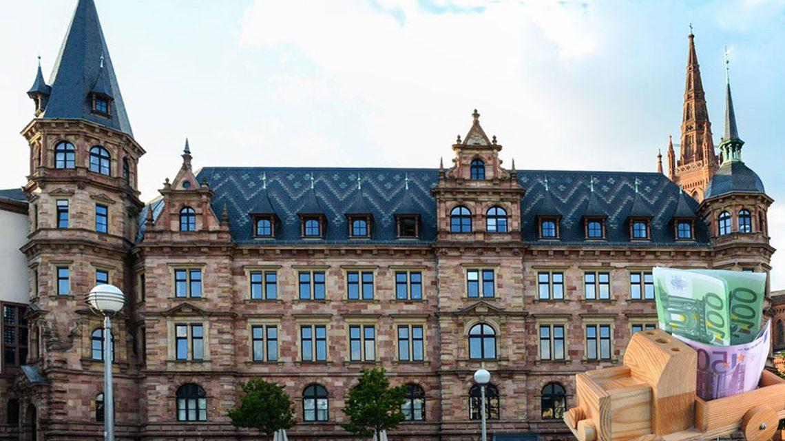 Wiesbadener Rathaus, Stadtkasse erzielt Plus. Bild: Volker Watschounek
