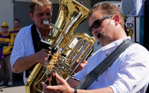 STRINZ unterscheidet sich damit, gerade durch die instrumentale Besetzung, deutlich von gewöhnlichen Unterhaltungsgruppen. Bild: Ralf Brinkmann