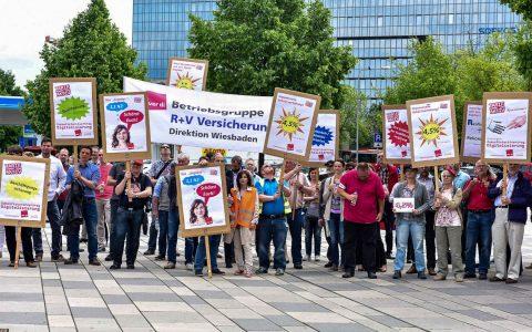 Die Gewerkschaft ver.di hat in Wiesbaden die Beschäftigten der versicherer zum Streik auifgerufen. Bild: Volker Watschounek
