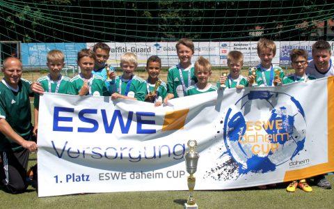Die Mannschaft vom FC Freudenberg holte sich beim Daheim-Cup den ersten Platz in der Klasse F1. Bild: ESWE