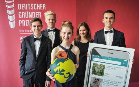 Team SimDon mit David Overbeck, Jonathan Knoll, Anna Hensel, Adrian Müller und Brid Johnen vom Albert-Einstein-Gymnasium in Schwalbach
