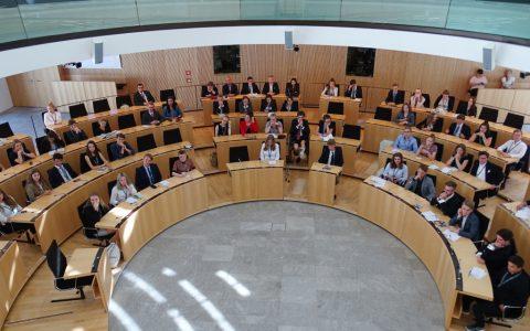 Das Europäische Jugendparlament tagt im Hessischen Landtag. Bild: Europäisches Jugendparlament in Deutschland e.V.