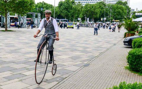 Fahrräder von anno dazumal sind auch heute noch en vogue. Archivbild: Volker Watschounek