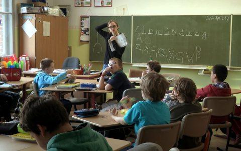 Zwischen Problemschülern, Elternabenden, Intrigen im Lehrerzimmer. Bild: Weltkino Filmverleih GmbH