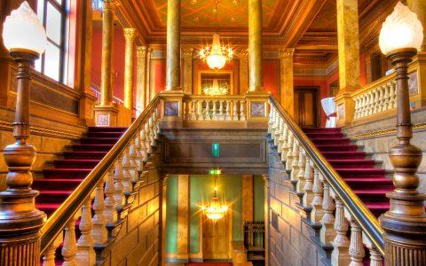 Foyer der Casino Gesellschaft, ideal für den Empfang der Hochzeitsgesellschgaft. Bild: Casino Gesellschaft Wiesbaden