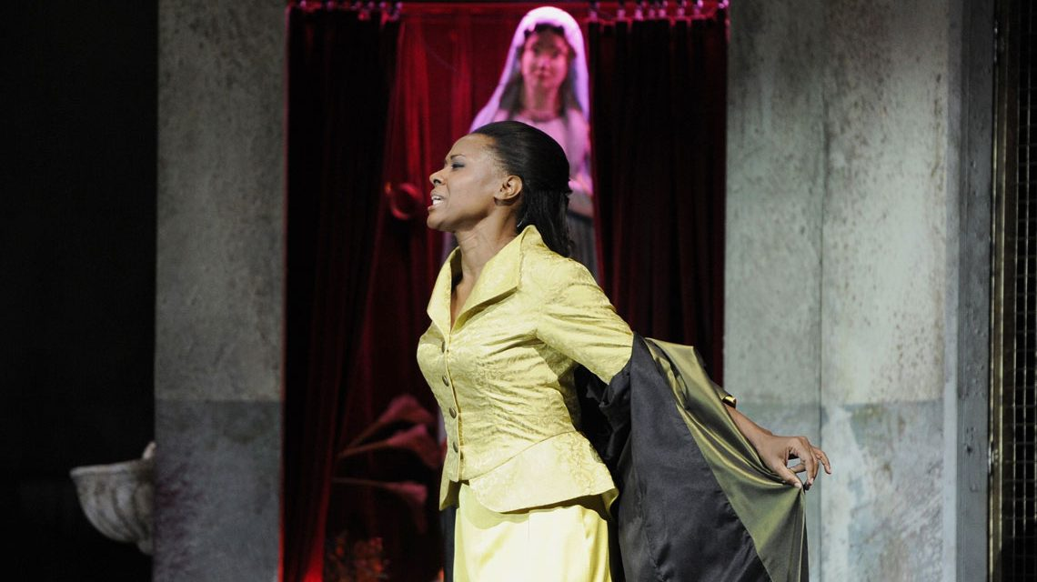 Adina Aaron in Tosca. Bild Martin Maufhold
