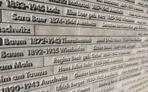Bis heute ist die genaue Zahl der im Nationalsizialismus deportierten Wiesbadeneer Juden nicht exakt geklärt. Das Mahnmal erinnert ... Bild: Volker Watschounek