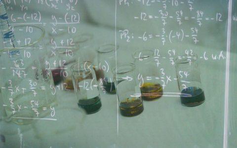 Mathe, Bio, Chemie – egal welcher Unterricht läuft. Der Bildungsstau soll aufgelöst werden. Bild: Flickr / Volker Watschounek