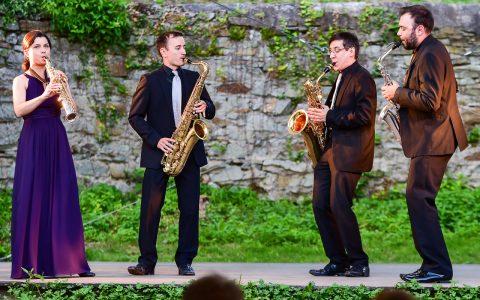 Das Forseti Quartett spielte am 14. Juni 2017 im Burggarten des Burg Sonnenberg Werke von Johannes Wallmann, Antonio Vivaldi, Ferenc Farkas… Bild: Volker Watschounek