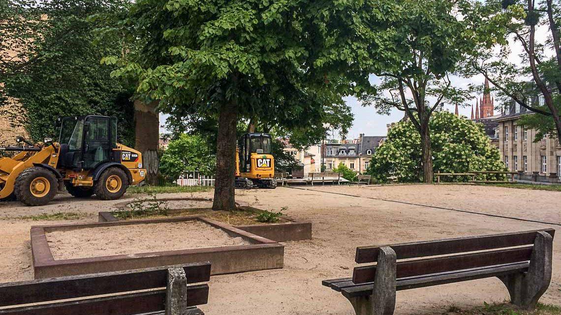 Der Kinderspielplatz ist gesperrt, die Arbeiten beginnen bald. Bild: Volker Watschounek