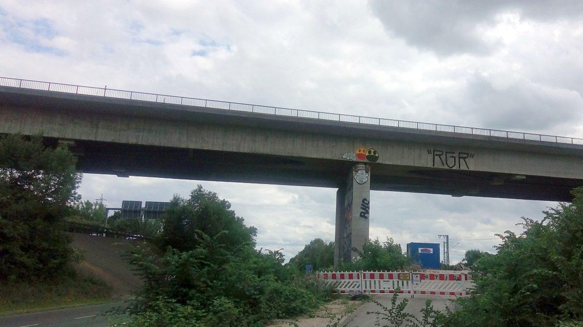 Brücke der A66 über das Salzbachtal bei Wi-Biebrich, Mainzer Straße (vor Neubau 2017) - Bild: Heiko Schulz