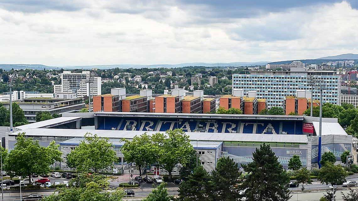 Britta Arena in Wiesbaden aus der Luft. Bild: Volker Watschounek
