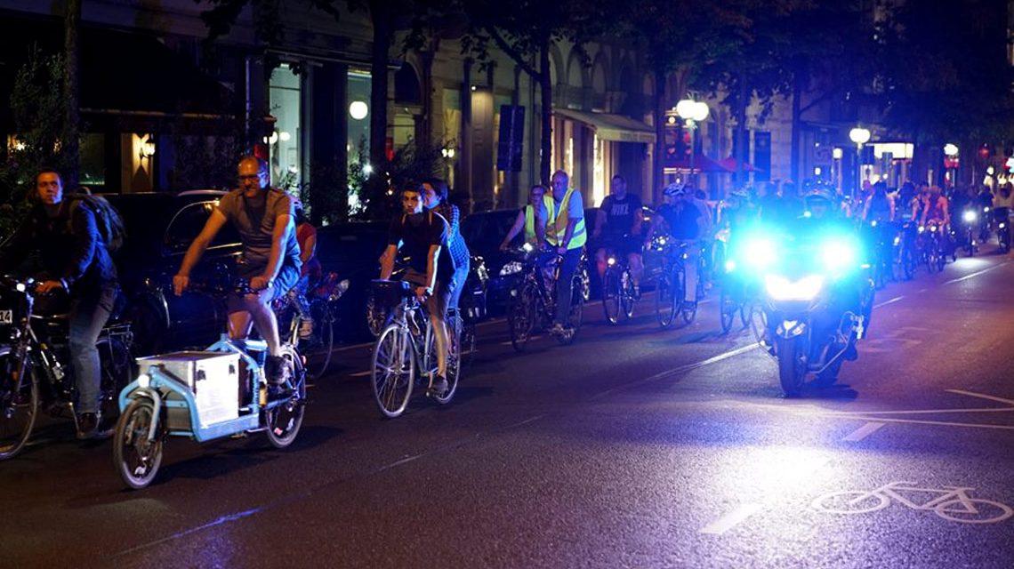 Wiebadenr Fahrrad-Nacht, 60 Minuten locker quer durch Wiesbaden. Bild: Dirk Vielmeyer