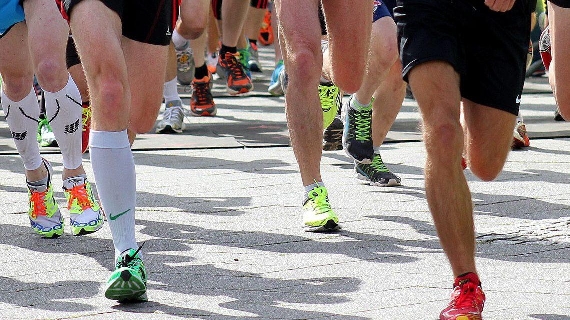 Laufen in Wiesbaden, ,laufen beim ersten Wiesbadener Stadionlauf. Bild: Volker Watschounek