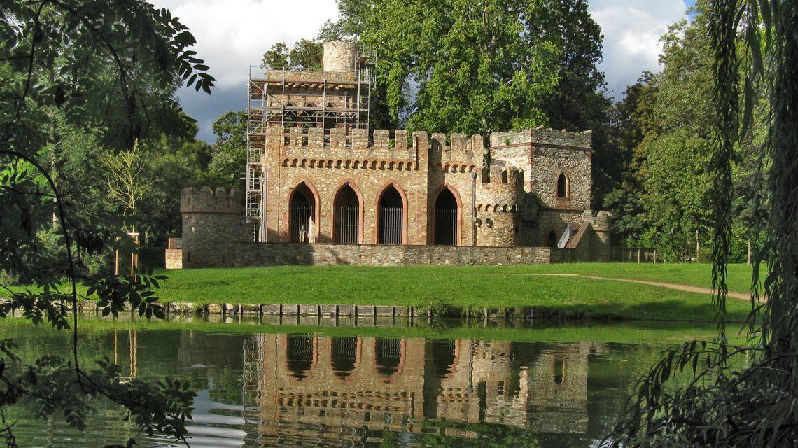 Mosburg im Biebricher Schlosspark während der Renovierung. Archivfoto: Richtest - Eigenes Werk, CC BY-SA 3.0