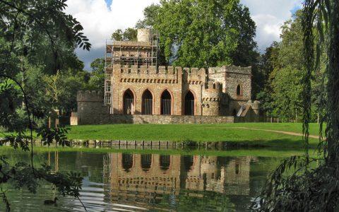 Mosburg im Biebricher Schlosspark während der Renovierung. Archivfoto: Richtest Lumpeseggl - Eigenes Werk, CC BY-SA 3.0