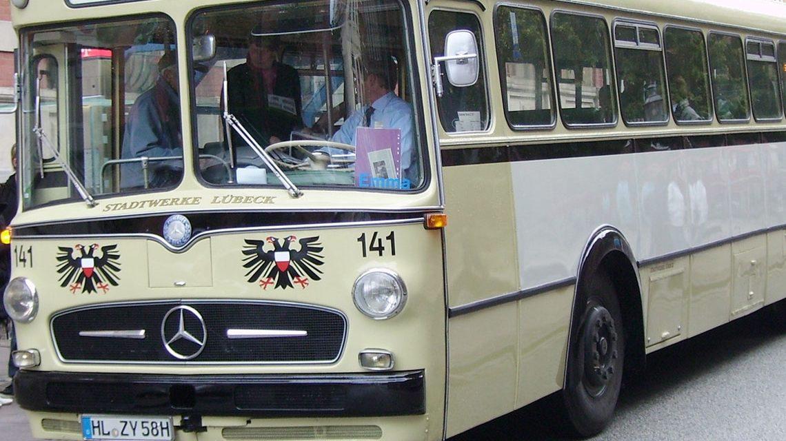 Ein Mercedes-Benz O 317 Bus in Lübeck aus dem Jahr 1959. Bild: Gratizko / Wikipedia