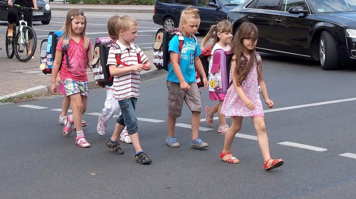 Morgens zur Schule, zu Fuß und nicht mit dem Elterntaxi. Bild: Deutsches Kinderhilfswerk / H. Lüders