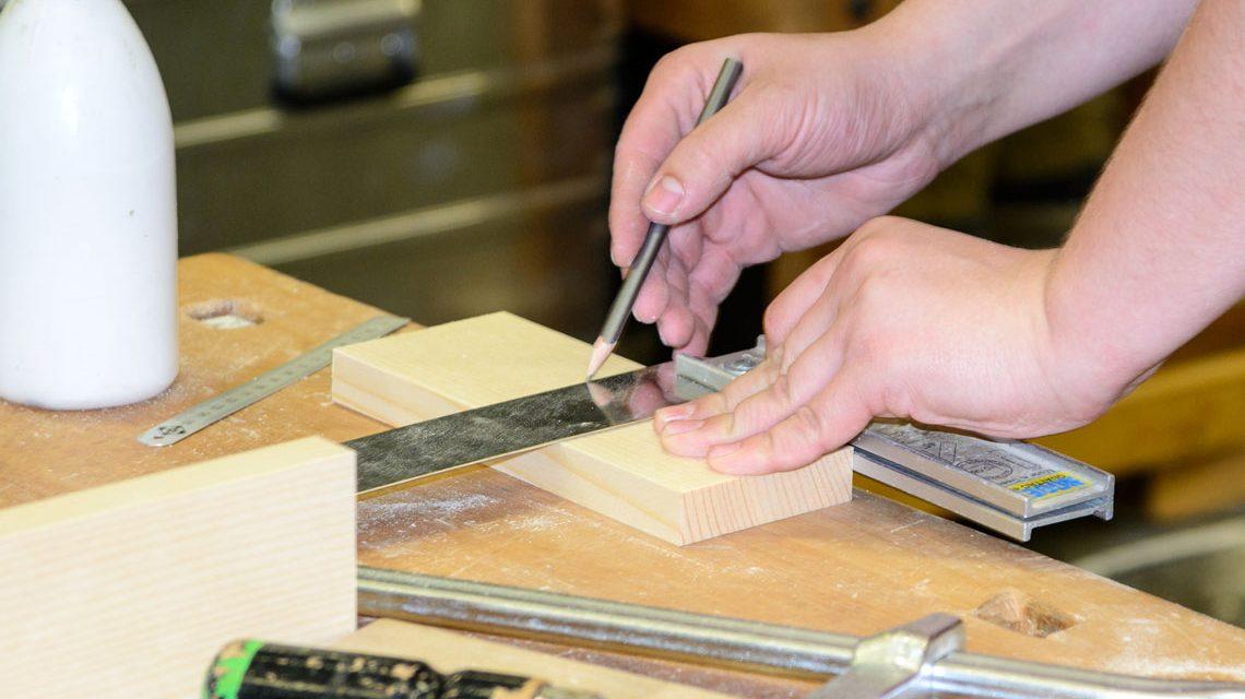 Tischler bei der Arbeit. Bild: Wohnblog AT / Flickr / CC-BY