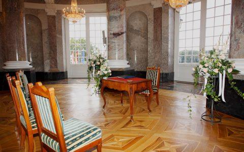 Standesamtliche Trauung in der Rotunde im Schloss Biebrich. Bild: Landesbetrieb Bau und Immobilien Hessen