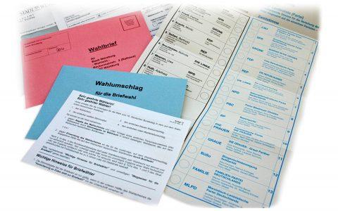 Briefwahlunterlagen zur deutschen Bundestagswahl 2005. Bild: Volker Watschounek