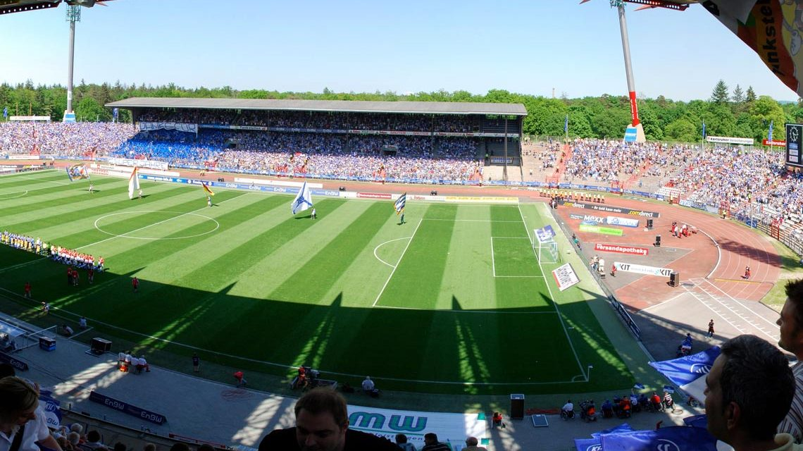 Spiel im Karlsruher Wildparkstadion. Bild: Thomas Link / Flickr / CC-BY