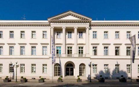"""IHK Wiesbaden im """"Erbprinzenpalais"""" in der Wilhelmstraße 24-26. Themen: Diesel-Fahrverbot Bild: IHK"""