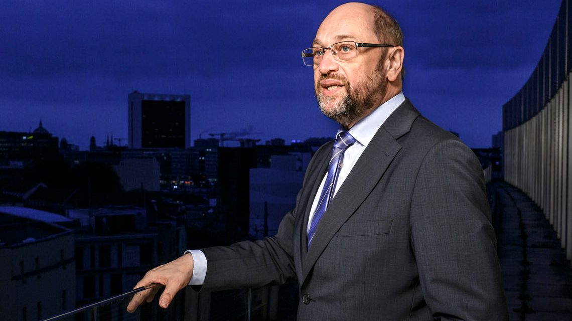 Martin Schulz blickt über die Dächer von Berlin. Bild: Photothek