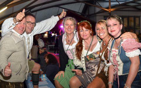Die Gäste beim Oktoberfest hatten sichtich ihren Spaß. Bild: Volker Watschounek