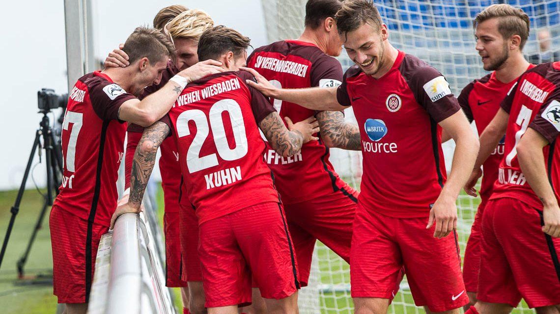 Zur Pause steht es 4:0, am Ende 5:0. Wiesbaden schafft den höchsten Heimsieg der Saison und seit langem. BILD: VOLKER WATSCHOUNEK
