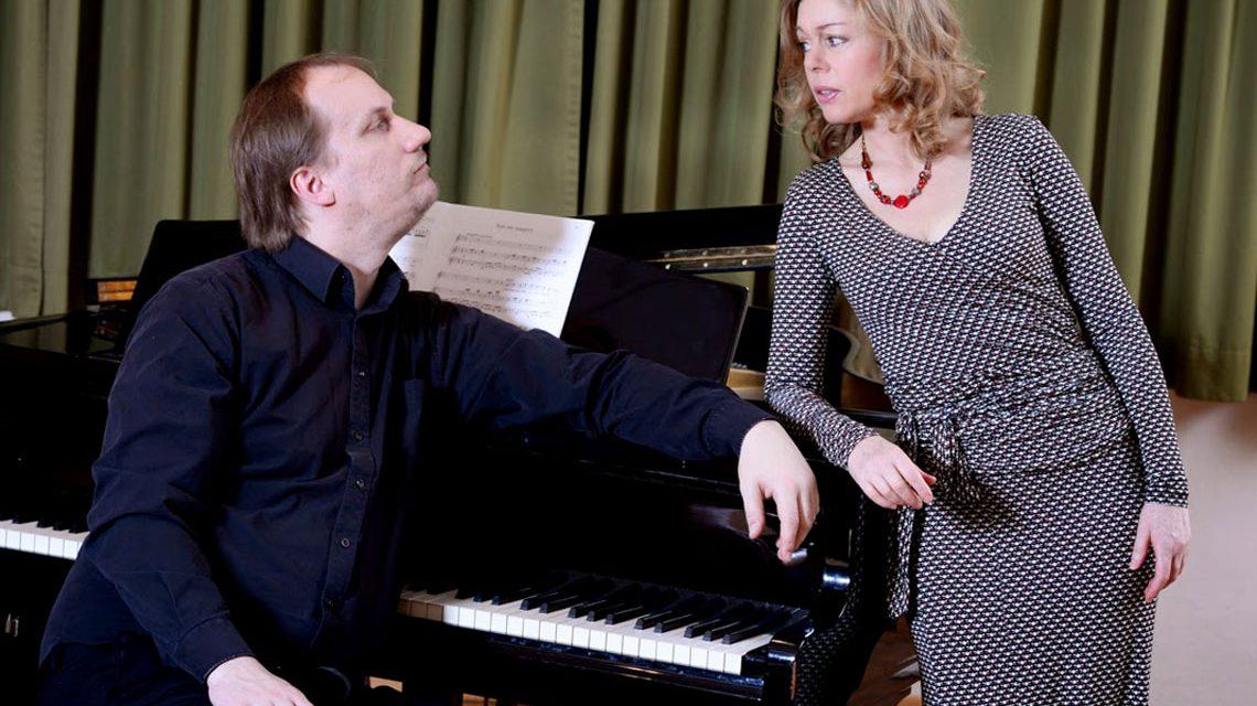 Malte Kühn am Klavier und Sabine Gramenz. Bild: Proivat