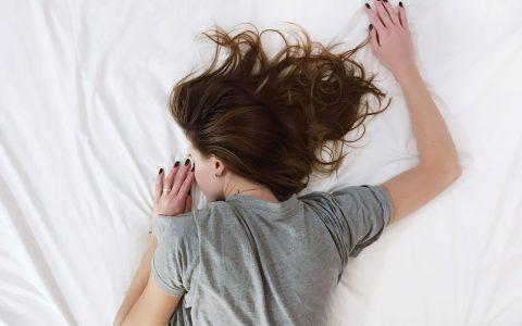 Entspannt schlafen –nicht jeder kann es. Bild: ©2017 Gesundheitsamt Wiesbaden