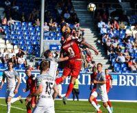 Der SV Wehen Wiesbaden wirft in der Schlussphase alles nach vorne. Es bleibt aber beim 0:1 vor heimischer Kulisse gegen den SV Meppen. Bild: Volker Watschounek