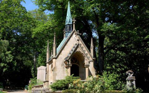 Bis zur Reformation begruben die Wiesbadener ihre Toten um die Mauritiuskirche. Danach… ©2017 Rainer Niebergall