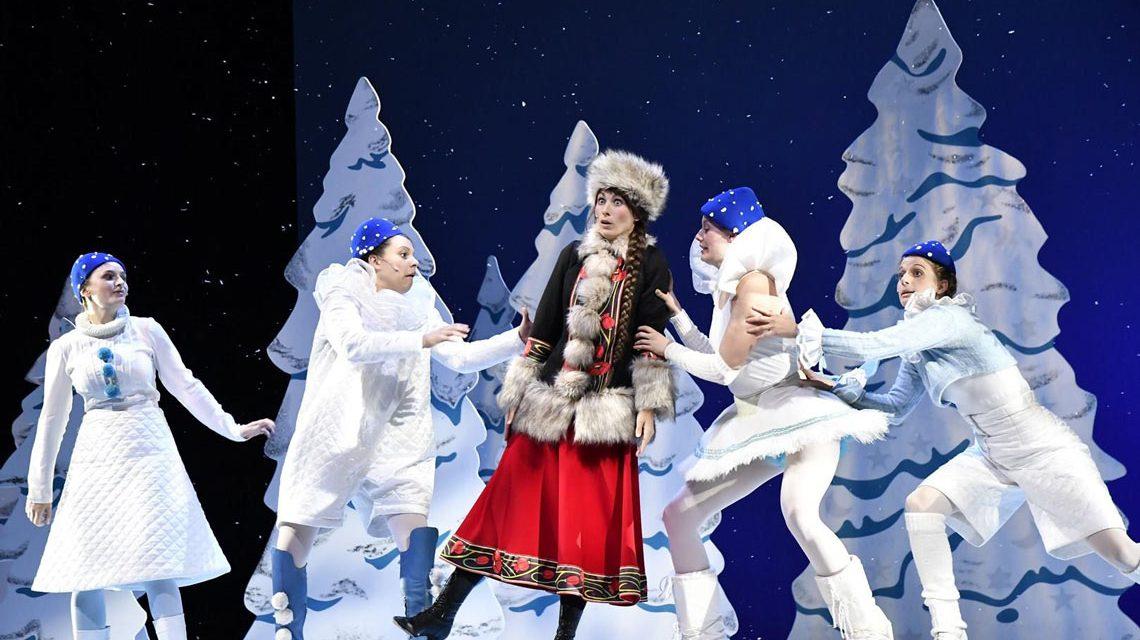 Miriam Zeller, Nora Kühnlein, Jessica Krüger, Renée Stulz, Jana Sadler in Väterchen Frost, dem Weihnachtsmärchen 2017. ©2017 Martin Leber